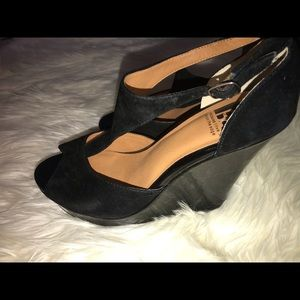 Black suede/patent leather wedges